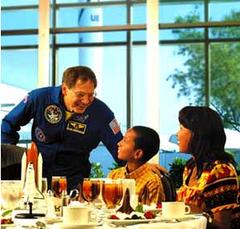 Astronaut_lunch_2