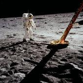 Aldrin_near_module_leg_2